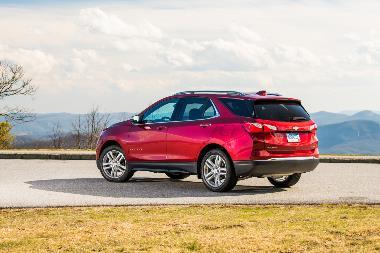 2020-Chevrolet-Equinox-rear_left