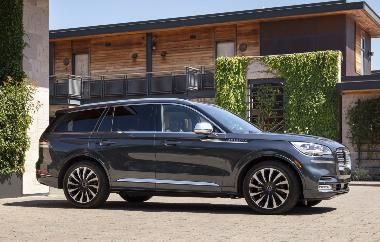 2020 Lincoln Aviator_side_right