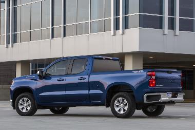 2019-Chevrolet-Silverado-rear_left